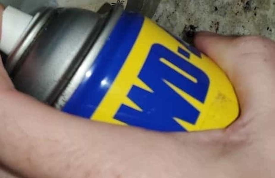 WD40 Spraying
