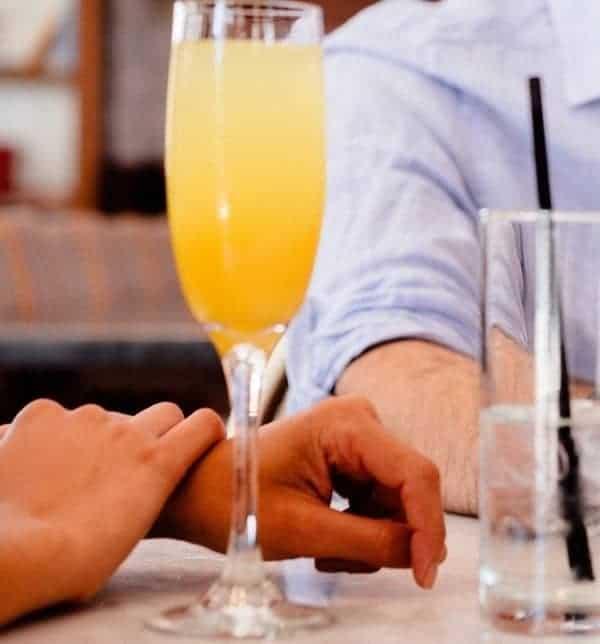 Peach-Bellini-Cocktail-on-a-Table