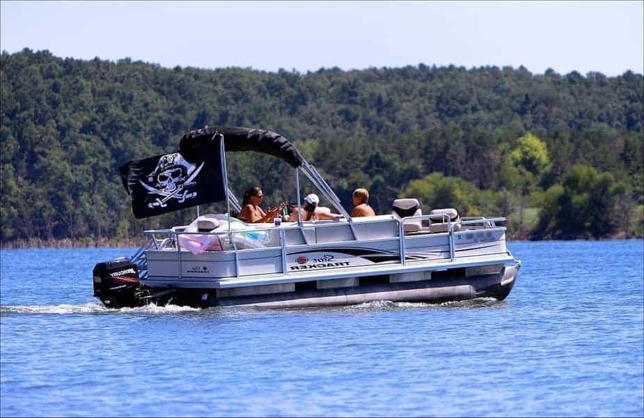 Pontoon-Boat-Cruising-With-Skull-and-Crossbones-Flag